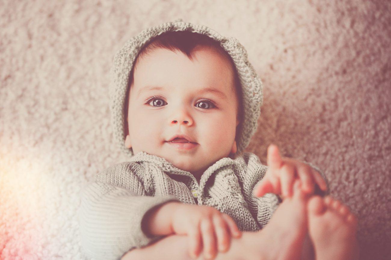 Когда у ребенка начинают резаться зубки: нормы правильного развития